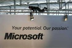 <p>Uno stand Microsoft a una fiera. REUTERS/Christian Charisius (GERMANY)</p>