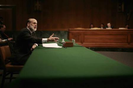 12月11日、米FOMCはFF金利の誘導目標を25ベーシスポイント引き下げ、4.25%とすることを決定。FRBはFOMC終了後に声明を発表した。写真は2月、バーナンキFRB議長(2007年 ロイター/Jason Reed)