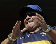 """<p>L'ancien international argentin Diego Maradona, légende du football, qui possède déjà un tatouage à l'effigie du """"Che"""" sur l'épaule droite et un autre de Fidel Castro sur la jambe gauche, aimerait désormais se faire tatouer le portrait du président vénézuélien Hugo Chavez. /Photo prise le 2 décembre 2007/REUTERS/Marcos Brindicci</p>"""