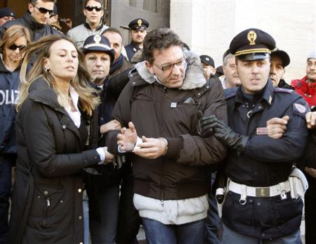 Camorra mafia boss Edoardo Contini (C) is accompanied by Italian police after his arrest in Naples December 15, 2007. A mafia boss considered one of Italy's 30 most dangerous fugitives has been arrested in Naples, police said on Saturday. Contini, 52, had been on the run for seven years. He was arrested late on Friday in a villa on the outskirts of the southern Italian city, home to the Camorra crime syndicate which thrives on drug trafficking and extortion. ITALY OUT REUTERS/Stefano Renna-AGN