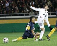 <p>Kaka in azione contro il Boca Juniors. REUTERS/Kim Kyung-Hoon</p>
