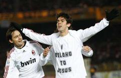<p>Kaka festeggia il suo gol contro il Boca Junior. Accanto, Filippo Inzaghi, Yokohama, 16 dicembre 2007. REUTERS/Kim Kyung-Hoon (JAPAN)</p>