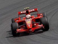 <p>Un'immagine della Ferrari guidata da Kimi Raikkonen in Giappone. REUTERS/Kim Kyung-Hoon (JAPAN)</p>