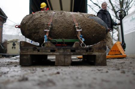 Hanover district evacuated to remove U.S. WW2 bomb   Reuters