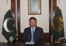<p>Президент Пакистана Первез Мушарраф во время обращения к нации, Исламабад, 2 няваря 2008 года. Избирательная комиссия Пакистана приняла решение перенести проведение парламентских выборов с 8 января на 18 февраля из-за политического кризиса, охватившего страну после убийства одного из лидеров оппозиции Беназир Бхутто. (REUTERS/Press Information Department/Handout)</p>