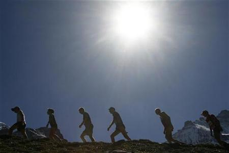 File photo shows athletes running up the moraine of the Eiger glacier during the Jungfrau-Marathon near Kleine Scheidegg in the Bernese Alps September 8, 2007. A little more sunshine might help you live longer, according to a study published on Monday suggesting that for some people health benefits from the sun outweigh the risk of skin cancer. REUTERS/Ruben Sprich