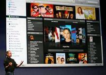 <p>La homepage di iTunes presentata dall'amministratore delegato di Apple Steve Jobs nel settembre 2006. REUTERS/Dino Vournas (UNITED STATES)</p>