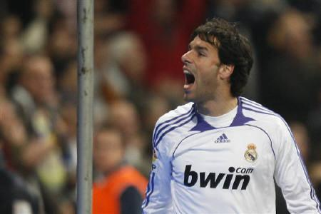 Real Madrid's Ruud van Nistelrooy celebrates a goal against Real Zaragoza during their Spanish First Division soccer match at the Santiago Bernabeu stadium in Madrid January 6, 2008. REUTERS/Felix Ordonez