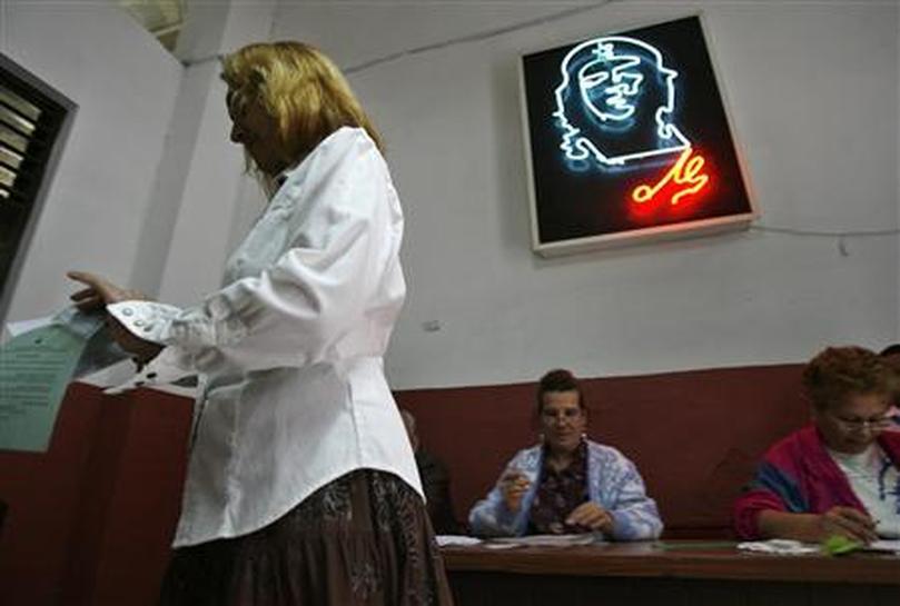 Yoruba gods protect Fidel Castro: priest - Reuters
