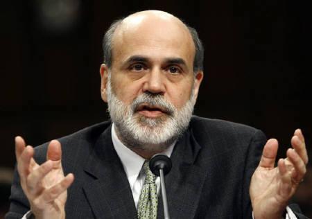 1月22日、世界的な株安を受け米経済のリセッション懸念が広がるなか、米FRBが0.75%の緊急利下げ。過去23年余りで最大の引き下げ。写真は昨年11月、バーナンキFRB議長(2008年 ロイター/Kevin Lamarque)