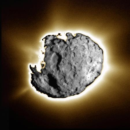 A composite image provided by NASA and taken by the navigation camera during the close approach phase of the spacecraft Stardust's Jan 2, 2004, flyby of comet Wild 2 is shown in this handout image. REUTERS/NASA/JPL-Caltech