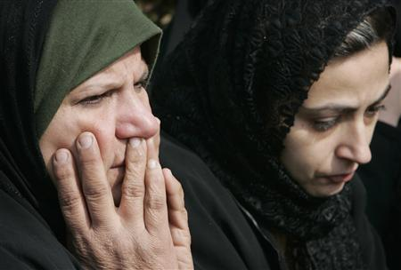 Women cry outside the house of their neighbour killed by gunmen in Baghdad January 27, 2008. REUTERS/Ceerwan Aziz