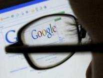 <p>Malgré une hausse, le bénéfice de Google au quatrième trimestre, à 1,21 milliard de dollars contre 1,03 milliard un an plus tôt, s'est avéré inférieur aux attentes de Wall Street. /Photo d'archives/REUTERS/Darren Staples</p>