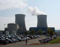 <p>Американская атомная электростанция Watts Bar под Спринг-Сити (штат Теннесси), 7 сентября 2007 года. Ядерные реакторы США смогут получать больше обогащенного урана из России, в соответствии с договором, подписанным в пятницу между двумя странами. Министр торговли США Карлос Гутиеррес и директор Федерального агентства по атомной энергии Сергей Кириенко подписали соглашение, которое разрешает продажу российского обогащенного урана непосредственно энергетическим компаниям США. Раньше подобные прямые сделки не были разрешены. (REUTERS/Chris Baltimore)</p>