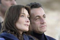 <p>Il presidente francese Nicolas Sarkozy e la moglie Carla Bruni, durante la vacanza in Egitto prima del loro matrimonio, nel dicembre 2007. REUTERS/Nasser Nuri/Files</p>