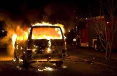 <p>Un firgone dato alle fiamme durante i disordini notturni a Copenhagen. REUTERS/Nils Meilvang/Scanpix (DENMARK) DENMARK OUT. NO COMMERCIAL SALE</p>