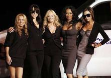 <p>Le Spice Girls (da sinistra Geri Halliwell, Melanie Chisholm, Emma Bunton, Melanie Brown e Victoria Beckham). REUTERS/Mario Anzuoni (UNITED STATES)</p>