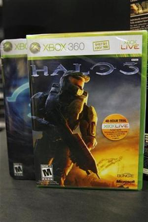 Copies of the Xbox 360 video game ''Halo 3'' sit on display after it went on sale in New York September 25, 2007. Microsoft Corp cut the prices of its Xbox 360 video game console in Europe on Monday, a move intended to spur sales in a key battleground in the fast-growing industry. REUTERS/Keith Bedford