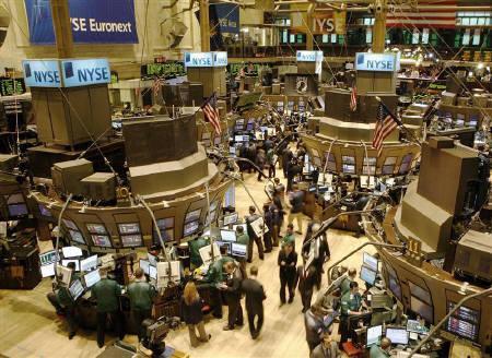 3月11日、米国株式市場は急反発。金融株が上げを主導し、主要指数は軒並み3%を超える上昇となった。写真はニューヨーク証券取引所で撮影(2008年 ロイター/Brendan McDermid)
