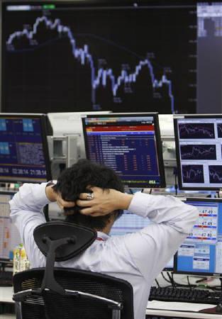 3月14日、大田経済財政担当相は閣議後の会見で、外為市場で12年ぶりにドル/円が100円割れとなったことに対して、「急激な為替の変動は(経済にとって)どんな場合でも好ましくない」との認識を示した。写真は昨年11月、東京で撮影(2008年 ロイター/Toru Hanai)