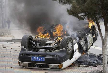 3月16日、チベット仏教僧らによる大規模な暴動を受け、中国の当局者らは、ダライ・ラマ支持者らとの「人民戦争」を戦うとの姿勢を強調。写真は14日、ラサで撮影(2008年 ロイター)