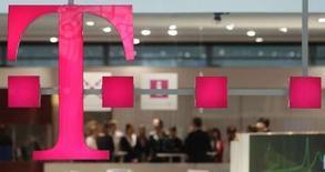 <p>Deutsche Telekom annonce un accord avec Marfin Investment Group (MIG) portant sur le rachat d'une participation du 20% dans OTE, la première entreprise de télécommunications grecque. /Photo prise le 9 mars 2008/REUTERS/Hannibal Hanschke</p>