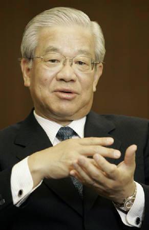 3月18日、奥全銀協会長(写真)は政府が提案した田波日銀総裁候補について、経験や実績もありその職に値する人物だとの考えを示した。昨年4月撮影(2008年 ロイター/Michael Caronna)