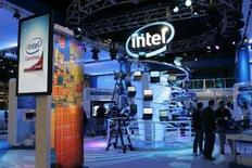 <p>Les portables à bas coûts d'Intel, destinés à l'origine aux enfants des pays émergents, seront disponibles à la fin de l'année sur les marchés européens et américain, ce qui pourrait renforcer la tendance à la baisse des prix des ordinateurs. /Photo prise le 6 janvier 2008/REUTERS/Steve Marcus</p>