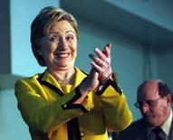 <p>Претендент на пост кандидата от демократической партии на выборах президента США Хиллари Клинтон на встрече с избирателями, Хантингтон, Западная Вирджиния, 19 марта 2008 года. Претендент на пост кандидата в президенты США от Демократической партии Хиллари Клинтон впервые за несколько недель вырвалась вперед в борьбе со своим однопартийцем Бараком Обамой, свидетельствуют данные опроса, проведенного Gallup.. (REUTER/John Sommers II)</p>