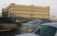 <p>Штаб-квартира Федеральной службы безопасности России в центре Москвы, 20 марта 2008 года. Федеральная служба безопасности предъявила обвинение в промышленном шпионаже в пользу иностранных компаний двум гражданам России, один из которых является сотрудником ТНК-ВР, а другой - руководителем проекта Британского совета, сообщил Рейтер представитель ФСБ. (REUTERS/Alexander Natruskin)</p>