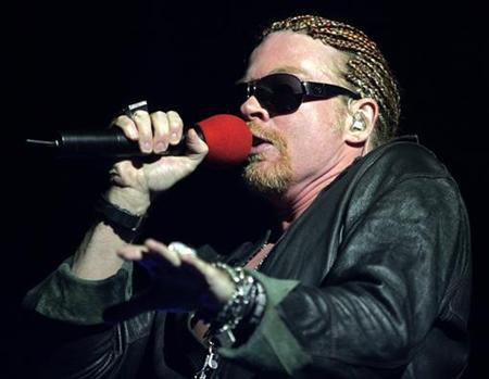 Axl Rose, lead singer for the band Guns N' Roses, performs during a concert in Budapest June 1, 2006. REUTERS/Karoly Arvai