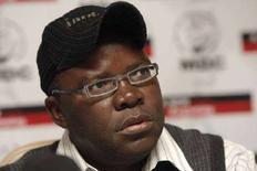 <p>Генеральный секретарь оппозиционного Движения за демократические перемены Зимбабве Тендаи Бити на пресс-конференции в Хараре, 30 марта 2008 года, 3ппозиция Зимбабве объявила о своей победе на основании первых результатов выборов, которые должны были положить конец 28-летнему правлению президента Роберта Мугабе, приведшего страну к экономическому коллапсу. (REUTERS/Mike Hutchings)</p>