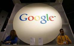 <p>Google va franchir une nouvelle étape dans la mise à disposition de ses logiciels hors ligne en permettant à ses utilisateurs d'accéder à son logiciel de traitement de texte sans être connectés à internet. /Photo d'archives/REUTERS/Rick Wilking</p>