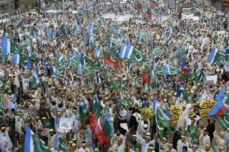 Supporters of Jamat-e-Islami party chant slogans during a rally against an anti-Islam Dutch film and the reprinting of cartoons of Prophet Mohammad by a Danish newspaper, in Karachi April 6, 2008. REUTERS/Athar Hussain