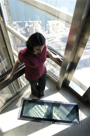 CN Tower's glass-floored lift not for