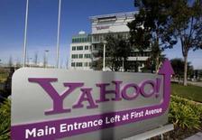 <p>Yahoo va tester un partenariat avec Google sur la publicité liée à des recherches sur internet, ce qui pourrait inciter Microsoft à relever son offre de rachat sur Yahoo. /Photo prise le 1er février 2008/REUTERS/Kimberly White</p>