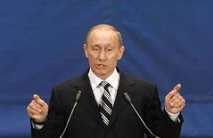<p>Действующий президент России Владимир Путин на саммите НАТО в Бухаресте 4 апреля 2008 года. Президент России Владимир Путин в пятницу дал указание ускорить финансирование строительства нового космодрома на Дальнем Востоке и оказать содействие развитию космической программы страны с целью вернуть России утерянные лидирующие позиции в космической гонке, сообщают российские СМИ. (REUTERS/Bogdan Cristel)</p>