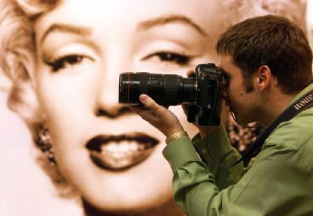 4月14日、マリリン・モンローの性的行為を収めたビデオをニューヨークの男性が1.5億円で入手したことが明らかに。写真は1999年9月、ロンドンで開催されたモンローの遺品などの展示会(2008年 ロイター)
