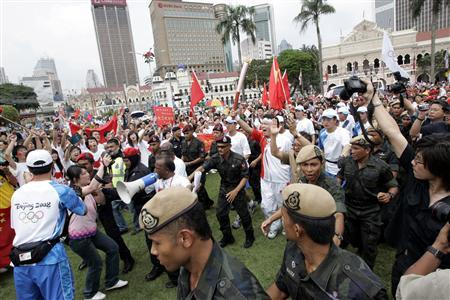 Malaysia beefs up torch relay security - Reuters