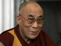 <p>Il Dalai Lama in una foto d'archivio. REUTERS/Rebecca Cook (UNITED STATES)</p>