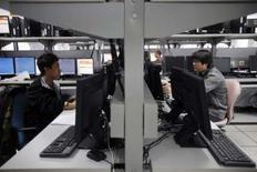 <p>Centre informatique des JO de Pékin, mis au point par Atos Origin. La SSII, sous pression de ses principaux actionnaires pour revoir sa stratégie, se dit optimiste pour ses perspectives de ventes en 2008 après avoir engrangé une solide croissance organique au premier trimestre. /Photo prise le 27 février 2008/REUTERS/Claro Cortes IV</p>