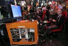 <p>Un simulatore di volo di Microsoft su schermo Voodoo HP. REUTERS/Steve Marcus</p>