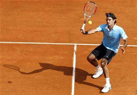 Roger Federer of Switzerland returns the ball to Rafael Nadal of Spain during their final match in the Monte Carlo Masters Series tennis tournament in Monaco April 27, 2008. REUTERS/Eric Gaillard