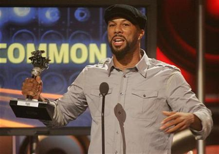 Common accepts an award for Lyricists of the year at the Second Annual BET Awards in Atlanta, Georgia, October 13, 2007. REUTERS/Tami Chappell
