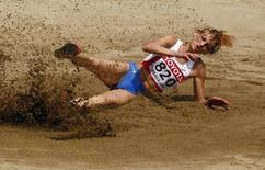 <p>Россиянка Татьяна Котова выступает на чемпионате по легкой атлетике в Осаке 27 августа 2007 года. Российская легкоатлетка Татьяна Котова заняла первое место по прыжкам в длину на турнире Super Grand Prix в Катаре (REUTERS/Brian Snyder)</p>