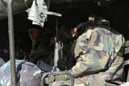 5月11日、トルコ軍はクルド人武装組織に対してイラク北部で空爆を行ったことを明らかに。写真は2月、イラク国境付近で撮影したトルコ軍兵士(2008年 ロイター/Fatih Saribas)
