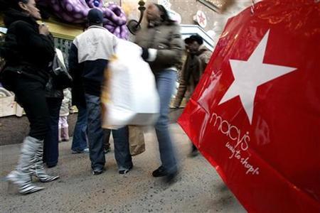Shoppers walk in front of Macy's store in New York December 20, 2006. REUTERS/Brendan McDermid