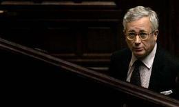 <p>Giulio Tremonti in una foto d'archivio. REUTERS/Alessandro Bianchi</p>
