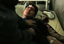 <p>Un uomo in un ospedale di Kabul. REUTERS/Ahmad Masood (AFGHANISTAN)</p>