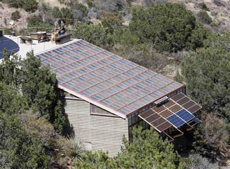 "Pioneers show Americans how to live ""off-grid"""